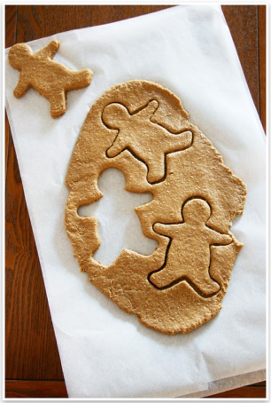 DIY-Gingerbread-Dog-Treats-Pretty-Fluffy-2-1